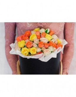 Bright - a mix of roses in a decorative box | 101 roses expensive